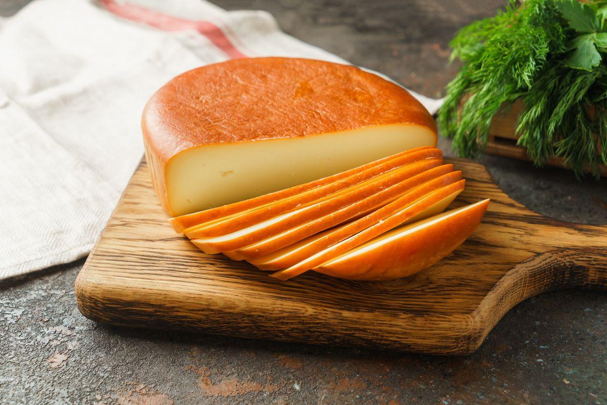 Сыр Сулугуни круглый копченый