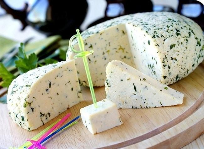 Сыр по-Адыгейски с зеленью